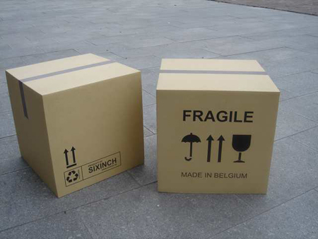 01-pouf-boite-carton-pieter-jamart